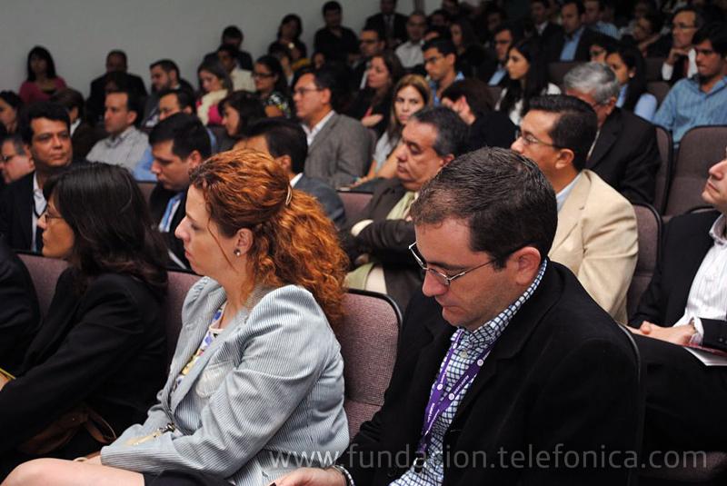 Público asistente al Instituto de Estudios Superiores de Administración (IESA).
