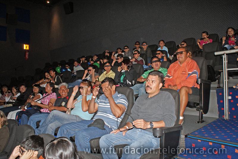 Los niños disfrutando en Cinema Park.