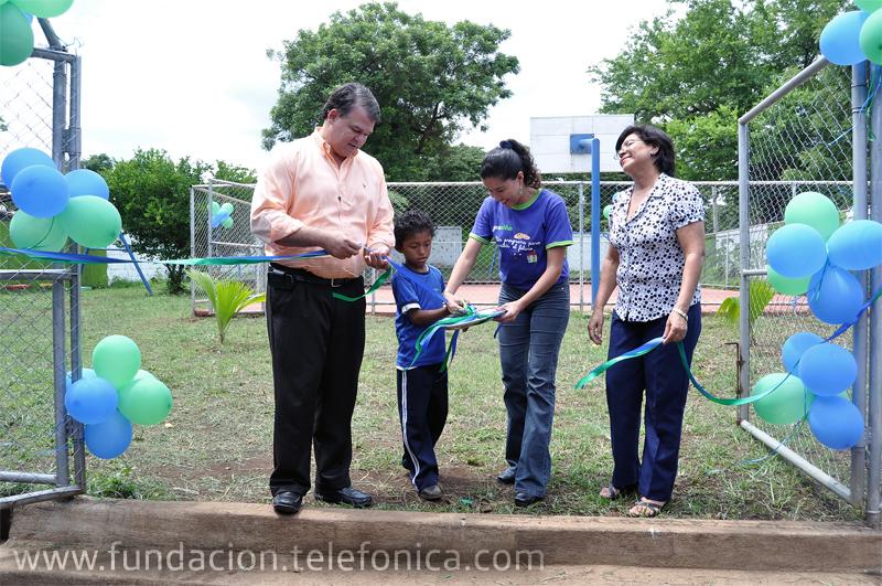 Voluntarios Telefónica donan nuevas instalaciones deportivas en escuela Proniño de Managua