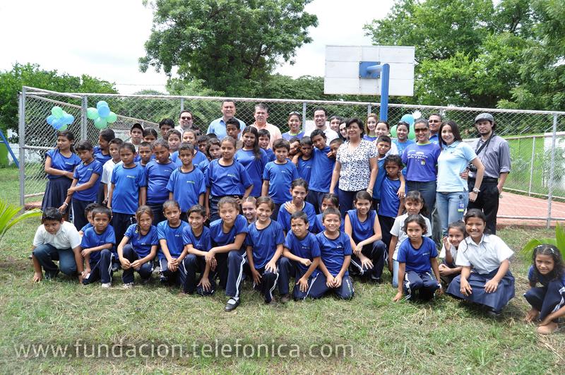 Ahora, los estudiantes de la escuela Wisconsin de Managua disfrutan de una cancha multiuso y un área de juegos