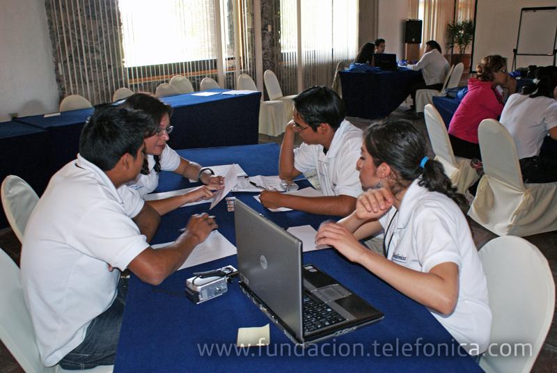 Fundación Telefónica México realizó el Tercer Encuentro de Dinamizadores de Aulas Fundación Telefónica. La Hacienda Cantalagua ubicada en Contepec, Michoacán fue la sede de este encuentro cuyo objetivo fue construir las bases metodológicas y didácticas para el trabajo que los chicos realizan en las AFT, además de crear conciencia sobre su papel en el proyecto.