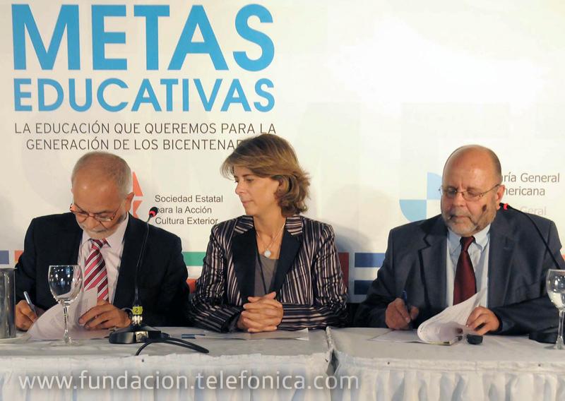De izquierda a derecha, Javier Nadal, Vicepresidente Ejecutivo de Fundación Telefónica; Marian Juste, Directora de Programas Educativos de Fundación Telefónica y Alberto García Ferrer, Secreterario General de ATEI.