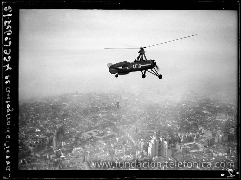 El autogiro La Cierva sobre Madrid, 1934. © Marín. VEGAP 2010.