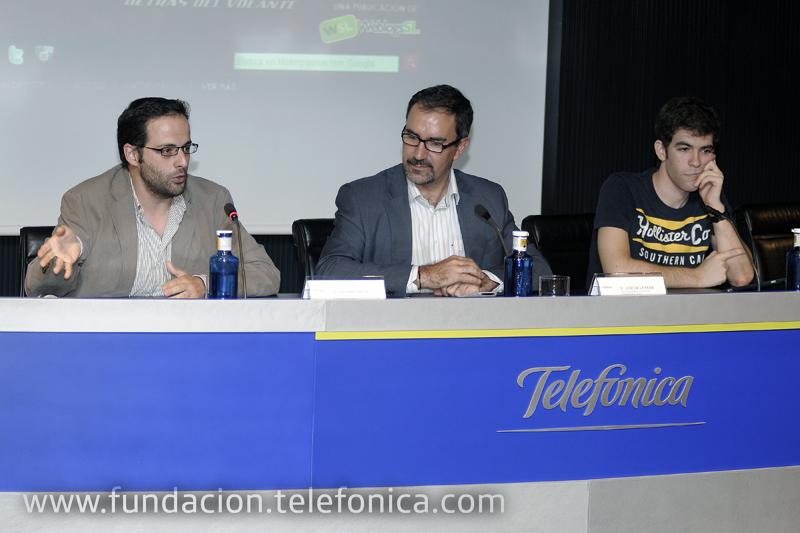 De izda. a dcha.: el cofundador de Weblogs SL., Antonio Ortiz; el director de Debate y Conocimiento José de la Peña; y el bloguero Carlos Rebato.