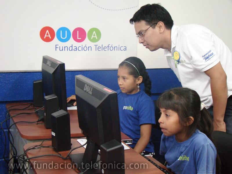 Más de 2,275 estudiantes de las escuelas Miguel de Cervantes de Santo Tomás, Chontales, y César Salinas de Nueva Guinea, RAAS, serán beneficiados con las nuevas Aulas Fundación Telefónica (AFT).