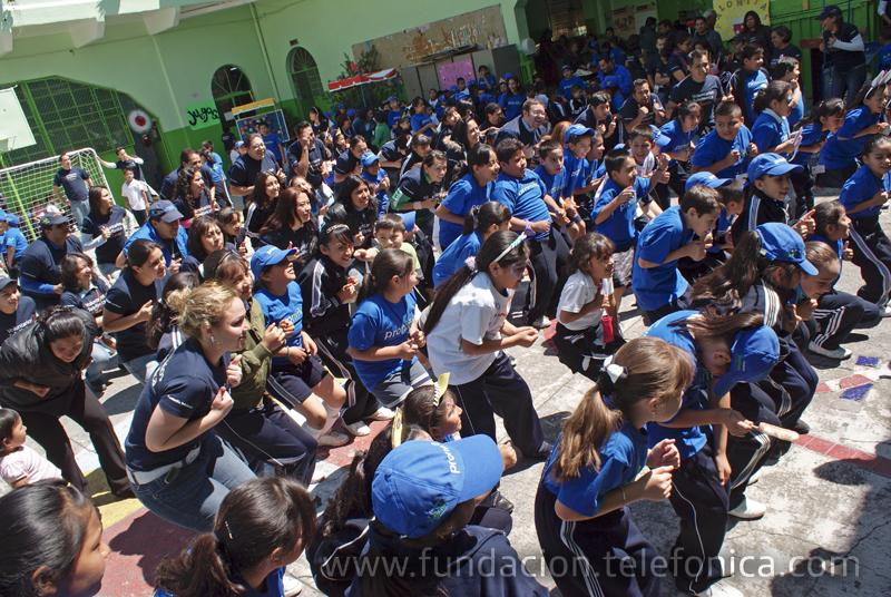 México se une a la celebración del Día Internacional del Voluntario Telefónica realizando actividades recreativas con los beneficiados del programa Proniño.