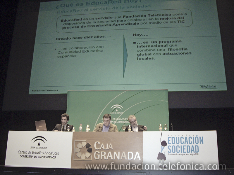 En la foto, Javier González Casado, gerente de formación de EducaRed, primero por la izquierda, durante su intervención en las jornadas.