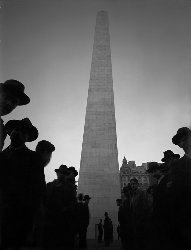 Obelisco, 1936. © Horacio Coppola.