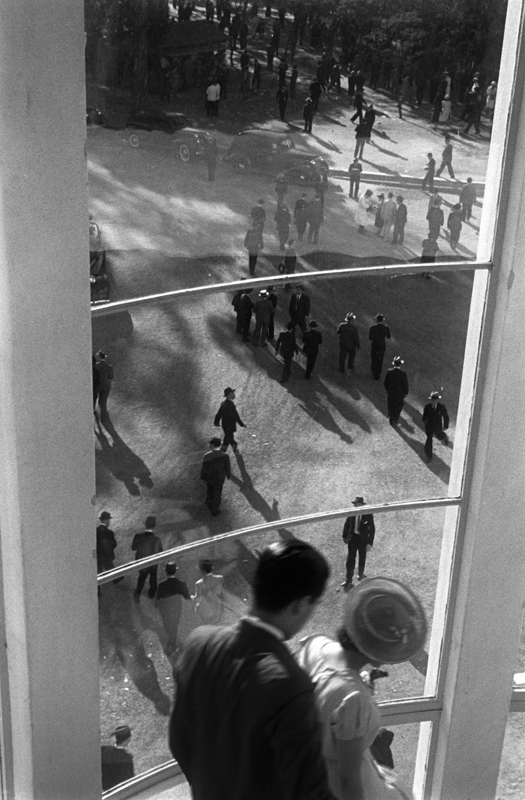 Hipódromo, La Plata, 1938. © Horacio Coppola.