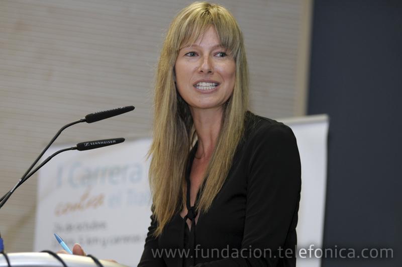 La presentadora de televisión Anne Igartiburu durante la presentación de la I Carrera Proniño.