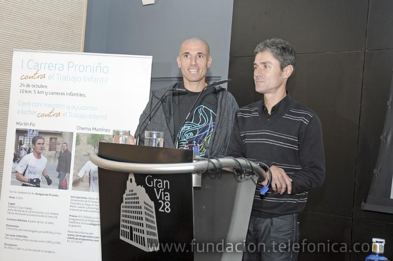 Los corredores Martín Fiz y Chema Martínez durante su intervención en la rueda de prensa.