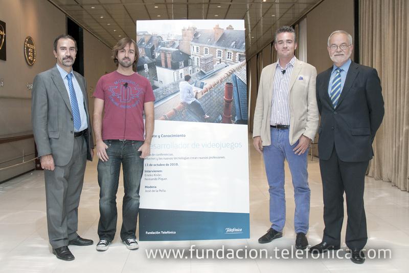 De izda. a dcha., el director de Debate y Conocimiento de Fundación Telefónica, José de la Peña; el fundador y CEO de Bitoon Games, Fernando Piquer; el emprendedor y creador de Ideateca, Eneko Knörr, y el vicepresidente ejecutivo de Fundación Telefónica, Javier Nadal.