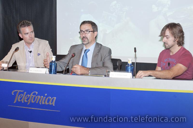 De izda. a dcha., el emprendedor y creador de Ideateca, Eneko Knörr; el director de Debate y Conocimiento de Fundación Telefónica, José de la Peña, y el fundador y CEO de Bitoon Games, Fernando Piquer.