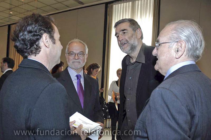 Cándido Velázquez (a la derecha), ex Presidente de Telefónica, miembro del Patronato de Fundación Telefónica, y Presidente de la Confederación de Autismo España, acudió como invitado al acto.