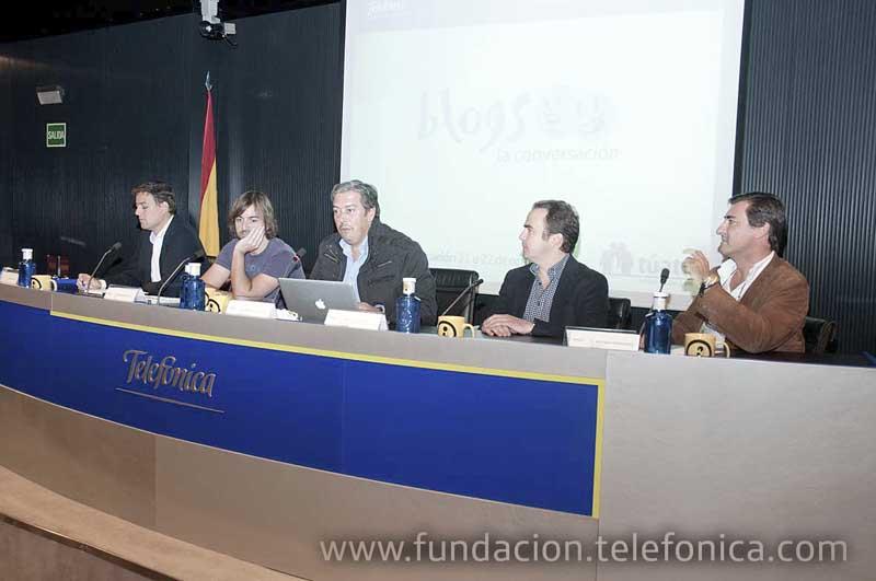 Integrantes de la mesa redonda sobre ocio digital moderada por Fernando Tellado, responsable de contenidos de Red de Medios y redes, con representantes de las empresas Microsoft XBOX, Bitoon, Begreat y Samsung.