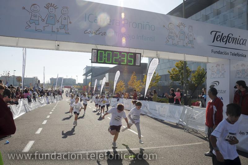El distrito de las Tablas de Madrid fue el domingo el escenario de la I Carrera Proniño contra e