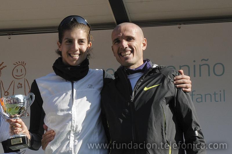 Los ganadores de la carrera de 10 kilómetros en categoría femenina, Sonia Bejarano y Chema Martínez en categoría masculina.