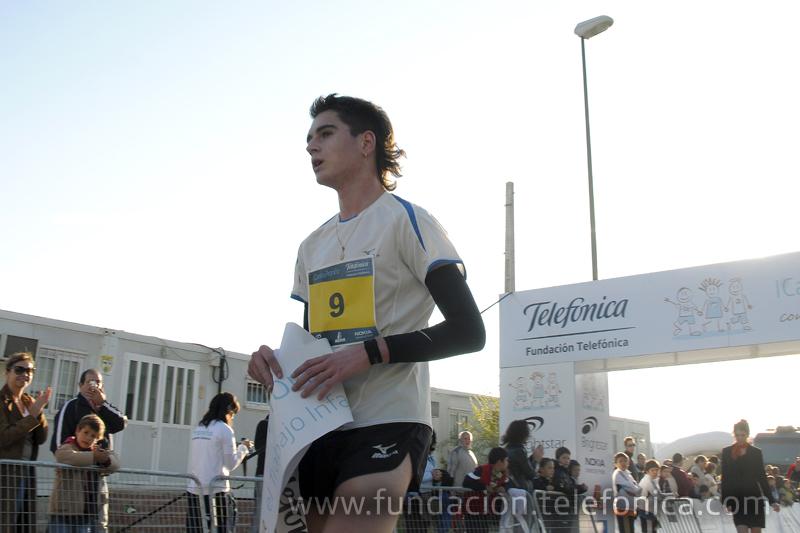El ganador de la carrera de 5 kilómetros, Alex Fiz.