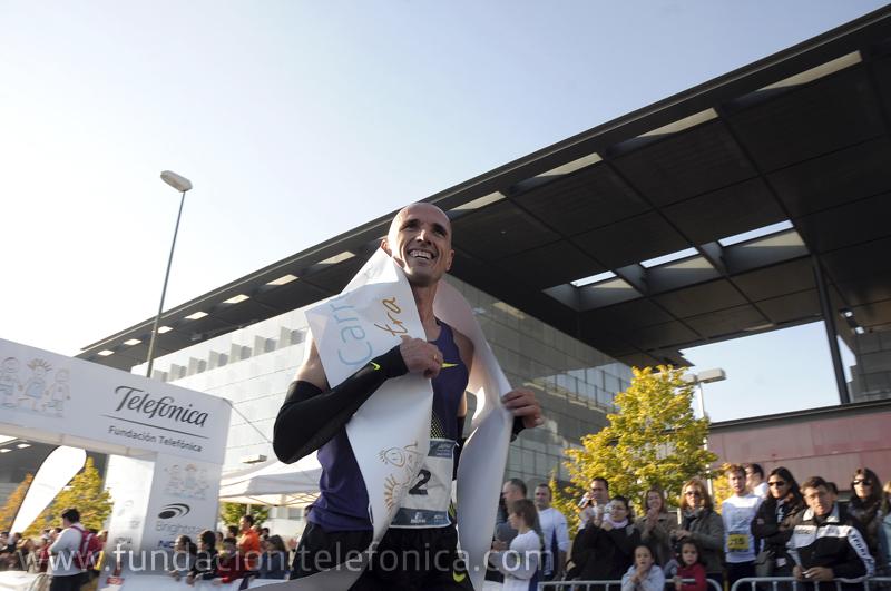 El ganador de la carrera de 10 kilómetros, Chema Martínez.