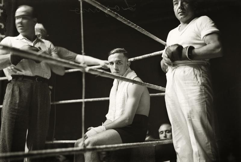 Salvador Lozano en el combate contra   Victor Young Pérez en el Teatro Olympia Barcelona, 1935 © Brangulí / ANC, 2010.