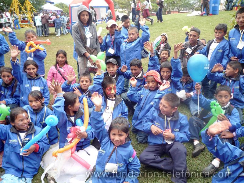 La Feria de los Sueños se organiza con el objetivo de celebrar la navidad a niños y niñas, y, con motivo de la ocasión, Fundación Telefónica y su programa Voluntarios, recolectaron regalos para entregar a los niños participantes.