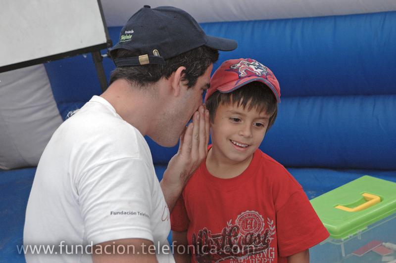La acción, organizada por Fundación Telefónica, se desarrolló en el Parque de Mayo, incluyó juegos interactivos, funciones de circo, premios y charlas educativas para grandes y chicos relacionadas con esta problemática, que según algunos expertos estiman que ya alcanzaría a un millón y medio.
