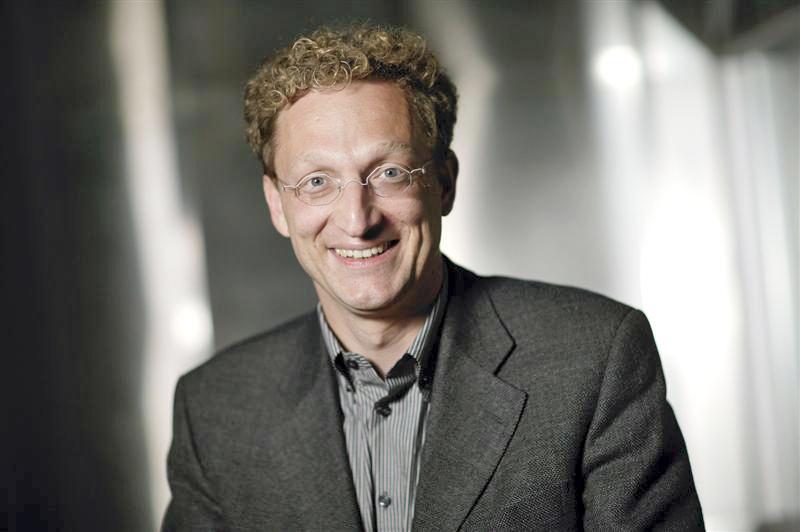 Andreas Weigend es asesor de numerosas empresas emprendedoras y consultor de compañías firmemente asentadas como Lufthansa, MySpace, y Nokia, ayudando a empresarios y directivos de todo el mundo a usar los datos para crear productos innovadores y nuevos modelos de negocio.