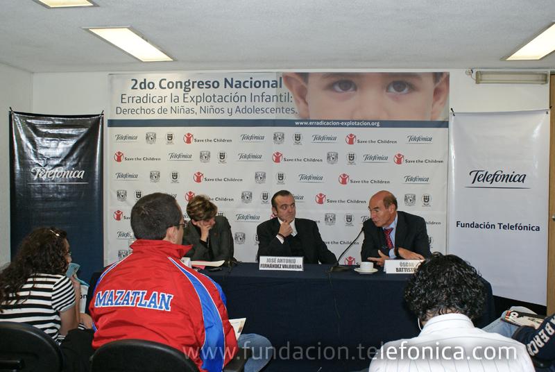 Conferencia de Prensa. De izquierda a derecha: María Josefina Menéndez, Directora de Save the Children en México; José Antonio Fernández, Director de Fundación Telefónica México y Oscar Battistón, Director de Programas Sociales para la infancia de Fundación Telefónica.
