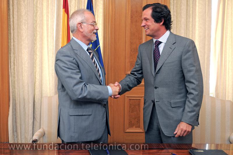 Javier Nadal, Vicepresidente Ejecutivo de Fundación Telefónica y Emilio Ybarra, Presidente de CM Vocento, firmaron el convenio que ha permitido desarrollar el concurso.
