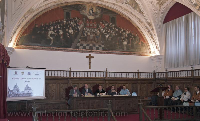El acto de clausura contó con la presencia, entre otros, de Ángel Gabilondo, Ministro de Educación; Luis Carbonel, Presidente de Concapa (primero por la izquierda); José de la Peña Aznar, Director de Conocimiento en Red de Fundación Telefónica (segundo por la derecha).
