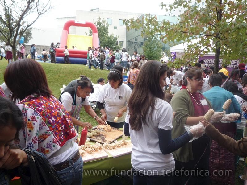 Durante la actividad los niños disfrutaron de concursos, juegos de feria y la presentación de bailes folclóricos y grupos de música nacionales, así como de la degustación de diversos platos típicos como: rellenitos de plátano, chuchitos, algodones, naranjas con pepitoria, elotes locos, entre otros.