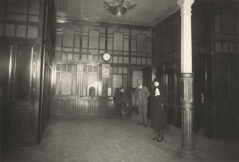 Goya, 1927. Vestíbulo público de la antigua central interurbana de Zaragoza.