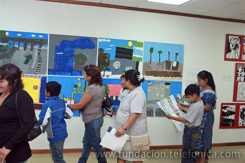 Al ingreso al salón de la exposición, a todos los visitantes se les entregó un catálogo con el detalle y fotografías de las obras que apreciarían en el recorrido.