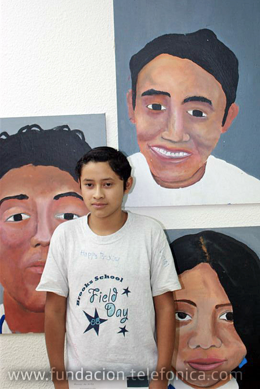 Fundación Telefonica realiza una exposición de arte con obras realizadas por los niños de Proniño.