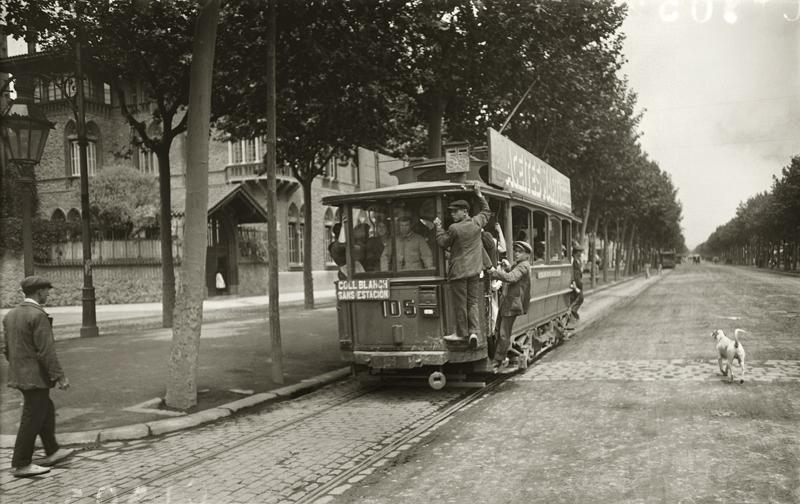 Tranvía de la línea Collblanch-Sants estación. Barcelona, c. 1920 © Brangulí / ANC, 2010.