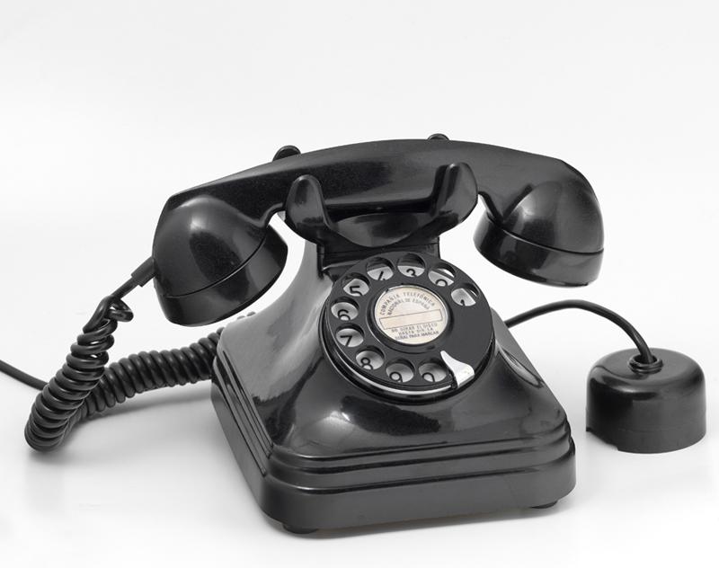 Teléfono automático. Fabricante: Standard Eléctrica S.A. Fecha: 1950/1955