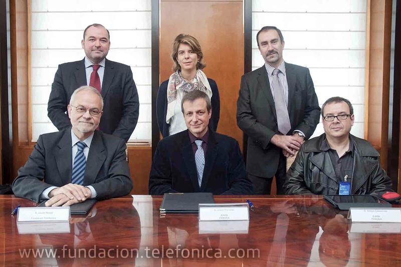 Javier Nadal junto a Josep Torrens Presidente de iEARN Pangea (segundo por la izquierda sentado) y algunos miembros de los equipos de EducaRed y Iearn Pangea.