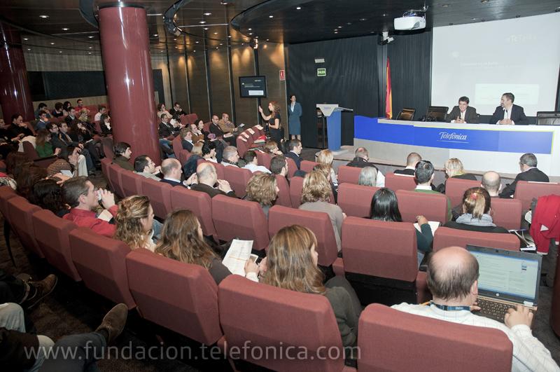 Las empresas españolas confían en las redes sociales para comunicarse con sus clientes