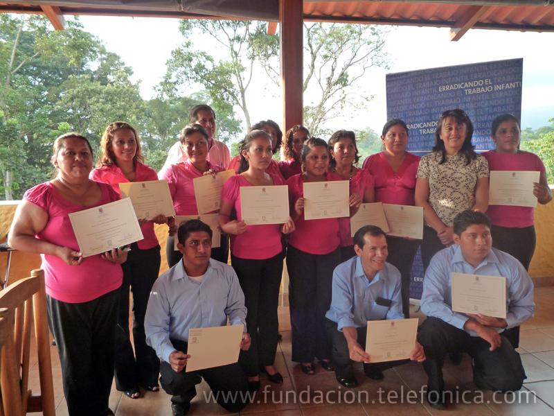 La Universidad del Istmo a través del Programa de Educación Ciudadana en Valores Nqatoqi', en colaboración con la Fundación Telefónica, con el fin de colaborar en el desarrollo de Guatemala, impartió el Programa a 40 docentes Proniño en el Municipio de Santa Cruz Muluá, Retalhuleu.