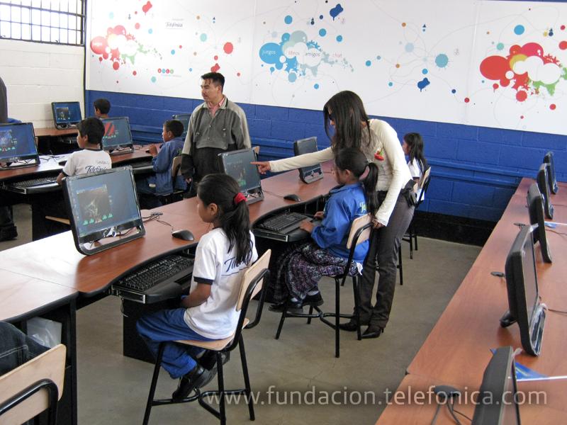 Fundación Telefonica inaugura Aula Fundación Telefonica en Sololá.