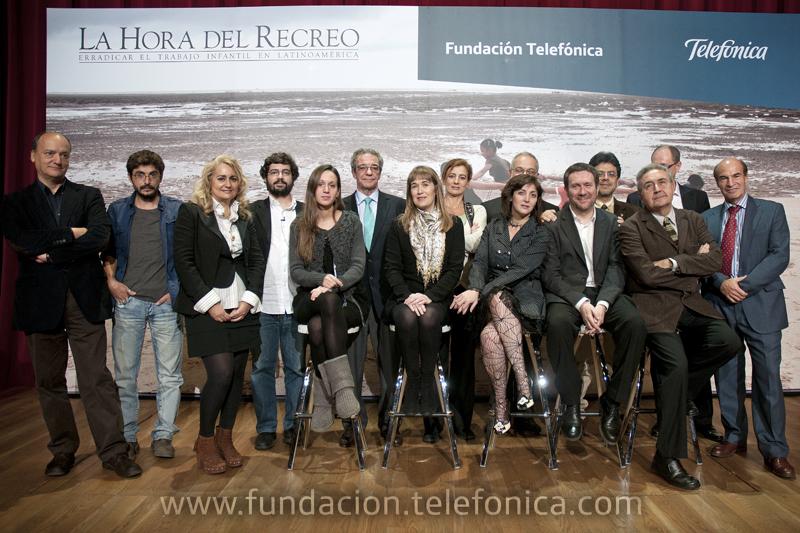 César Alierta presidió el acto de presentación del libro al que asistieron algunos de los fotógrafos y de los escritores que han participado en este proyecto.