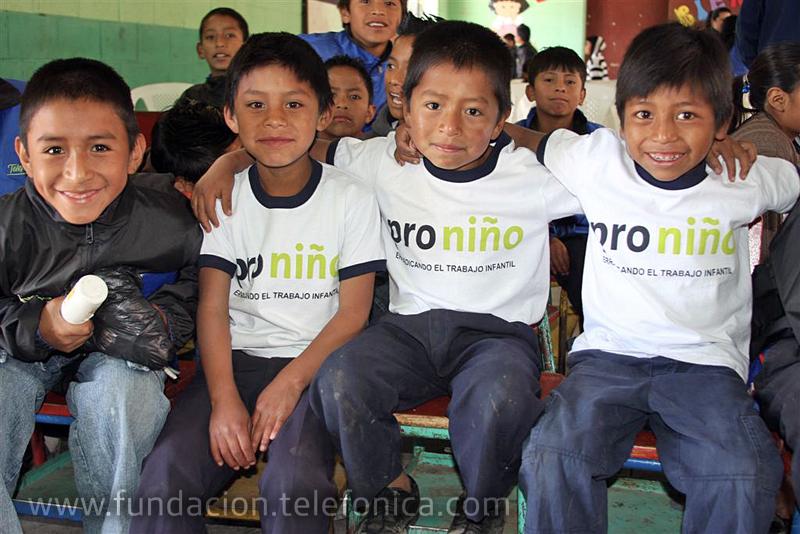 Fundación Telefonica celebra la Navidad con niños de proniño.