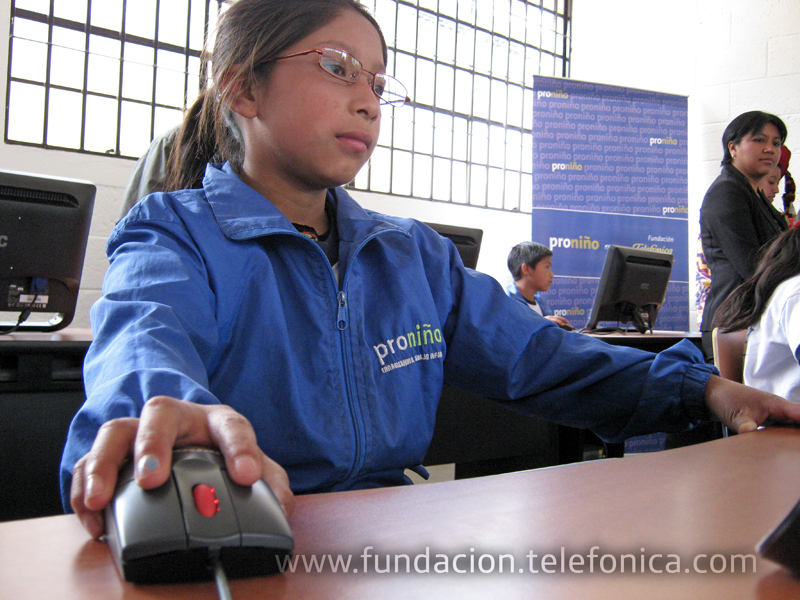 Fundación Telefónica a través de su programa Proniño, inaugura un Aula Fundación Telefónica en el municipio de Santa Lucía Utatlán del departamento de Sololá.
