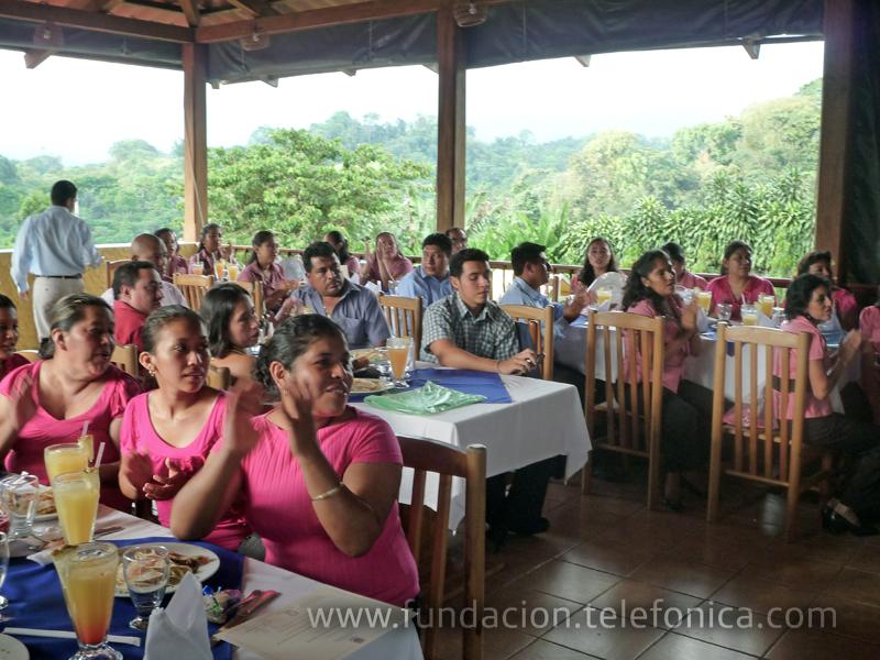 La Fundación Telefónica brinda la oportunidad a 40 docentes Proniño de recibir un programa en Valores llamado Nqatoquí, avalado por la Universidad del Istmo en Guatemala.