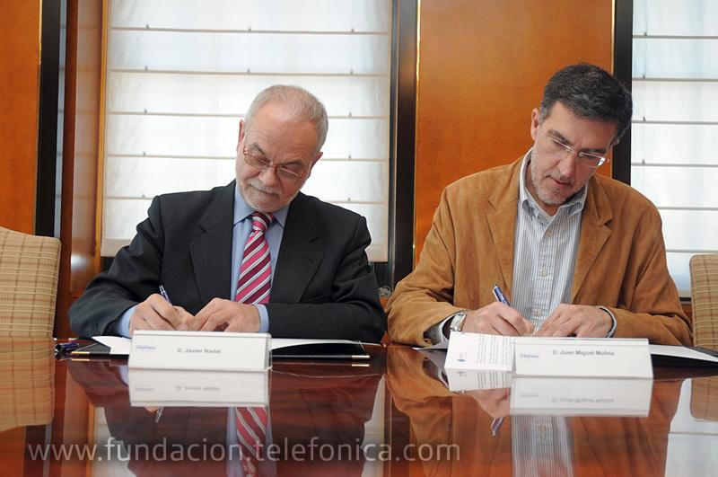De izquierda a derecha: Javier Nadal, vicepresidente ejecutivo de Fundación Telefónica y Juan Miguel Muñoz, presidente de Asociación Espiral, Educación y Tecnología (Red Espiral).