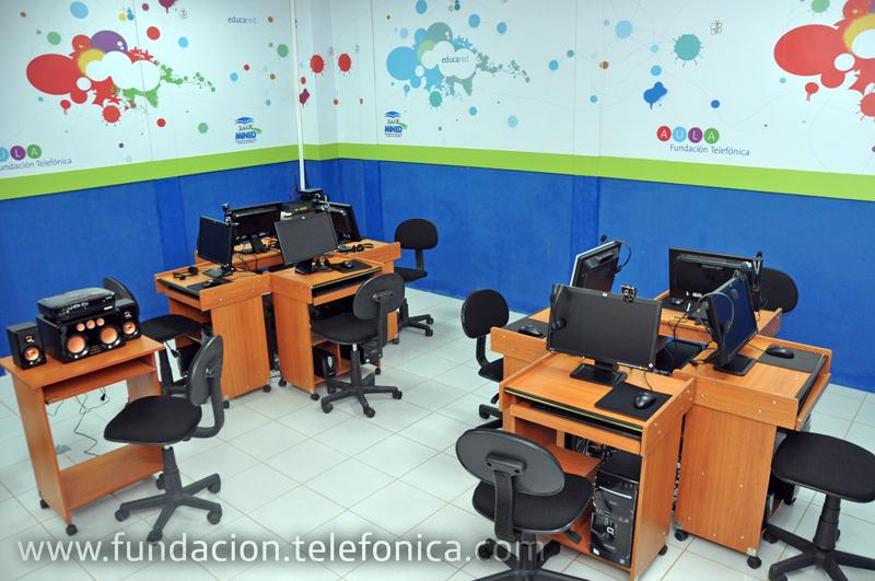 El Aula Fundación Telefónica inaugurada en la escuela de Nahuizalco.