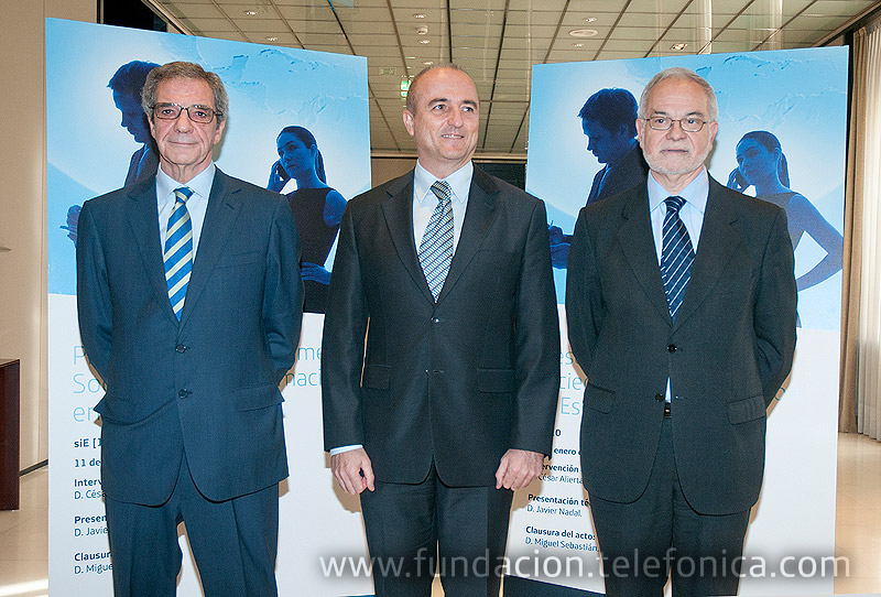 De izquierda a derecha, César Alierta, Presidente de Telefónica; Miguel Sebastián, Ministro de Industria, Comercio y Turismo y Javier Nadal, Vicepresidente Ejecutivo de Fundación Telefónica.