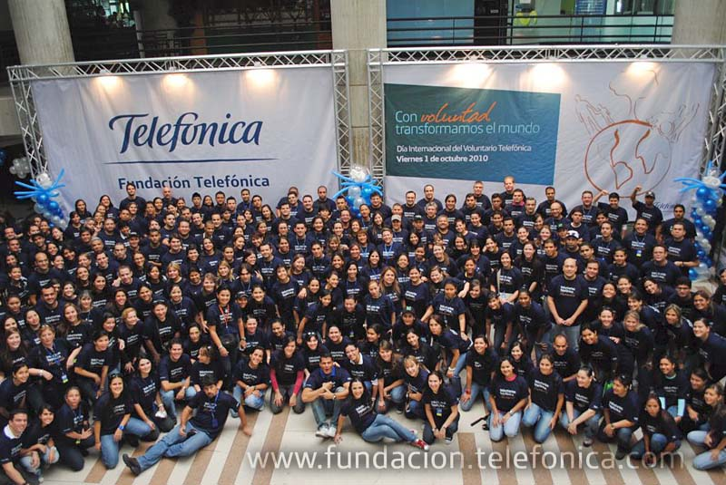 Voluntarios Telefónica reciben distinción de Voluntariado Corporativo del Año.