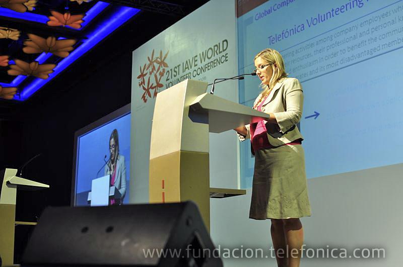 Lula Ballarino, responsable de coordinación internacional de Voluntarios Telefónica, durante su intervención en la Conferencia.