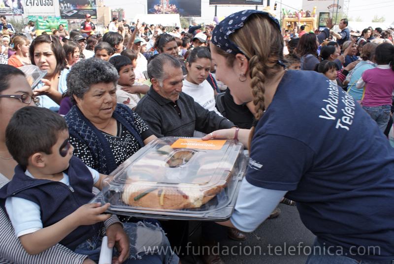 Las sonrisas continúan gracias a los aguinaldos de dulces que los voluntarios realizaron en diciembre.